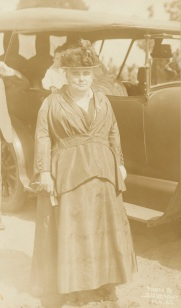 Mrs. Anna Howard Shaw (NAID 26432763)